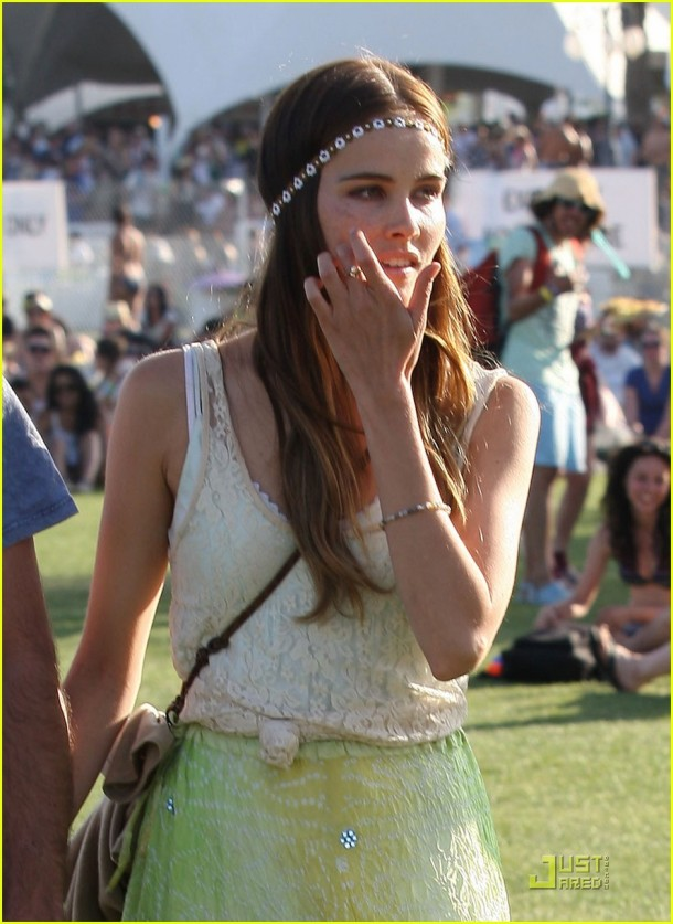 Isabel Lucas hAnd In Hand Stroll With Angus Stone At Coachella