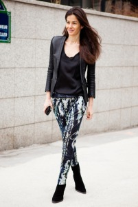 la-modella-mafia-Style-Icon-2012-Barbara-Martelo-fashion-editor-of-Vogue-Spain-street-style-in-Balmain-printed-trousers-with-a-blazer
