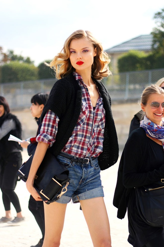 red-lips-cut-offs-look