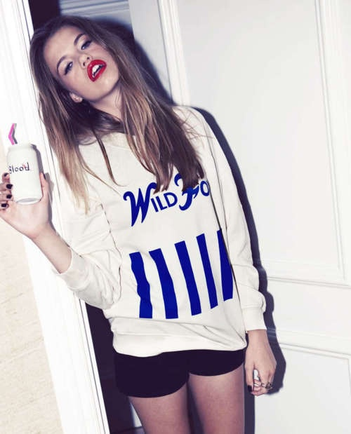 red-lips-sporty-chic (2)
