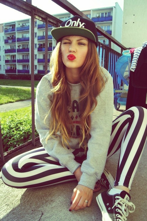 red-lips-sporty-chic