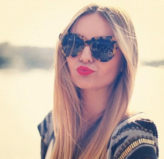 red-lips-sun-glasses
