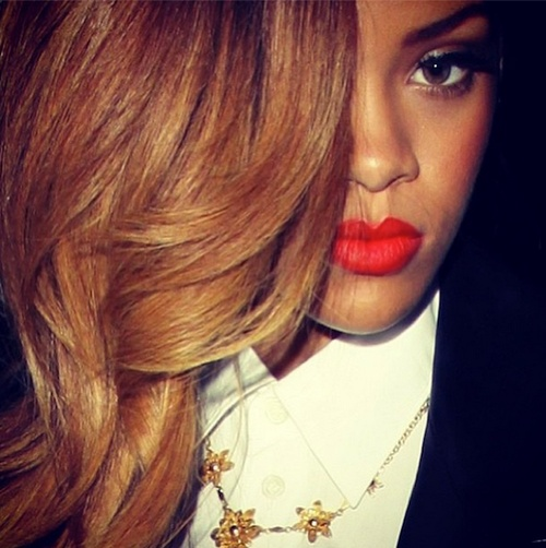 rihanna-bright-red-lips