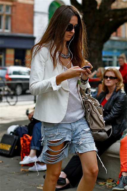ripped-denim-shorts-style