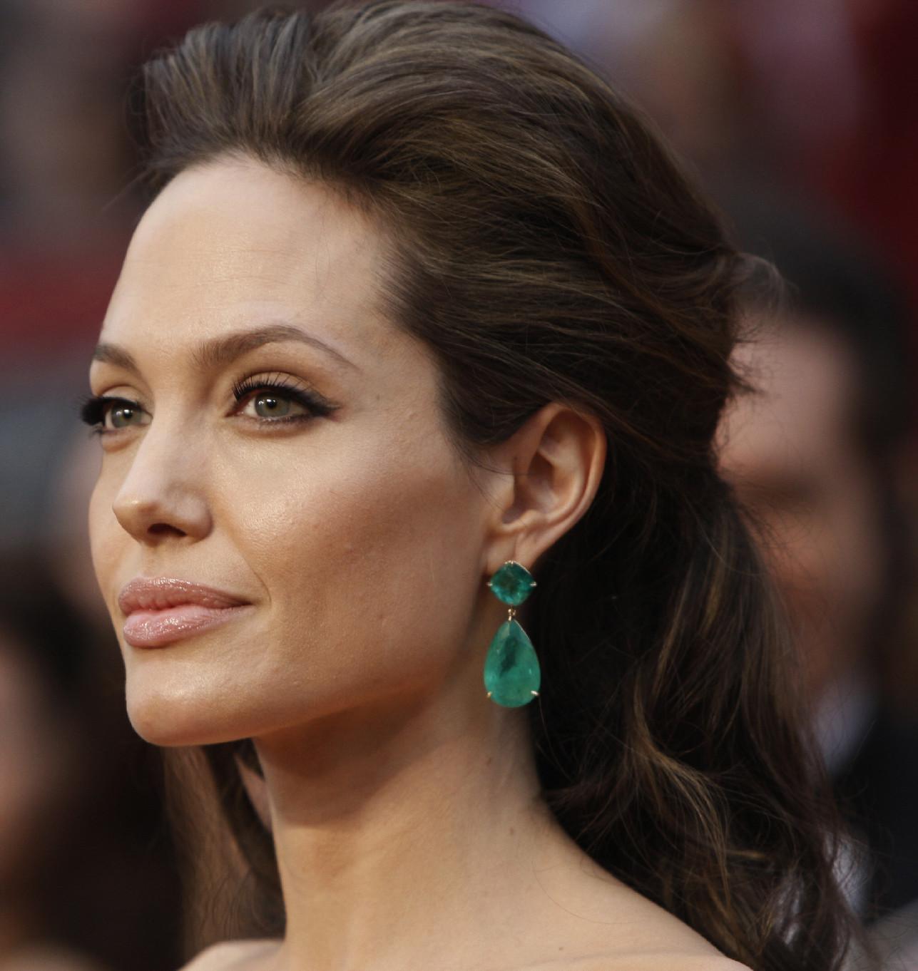 angelina-jolie-earrings-emerald