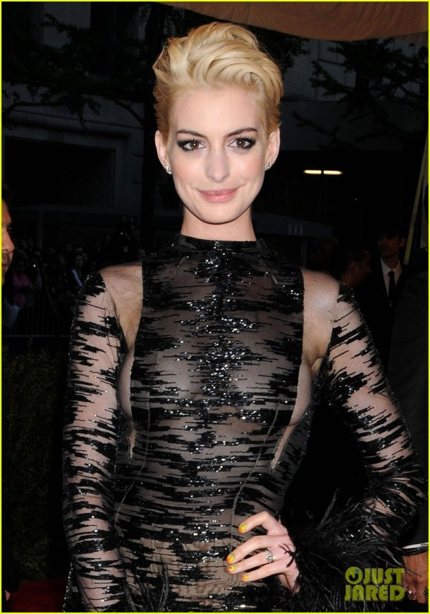anne-hathaway-bleach-blonde-hair