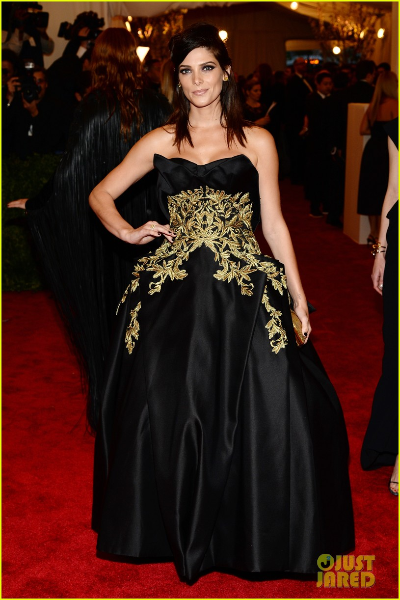 ashley-greene-red-carpet-met-gala-2013