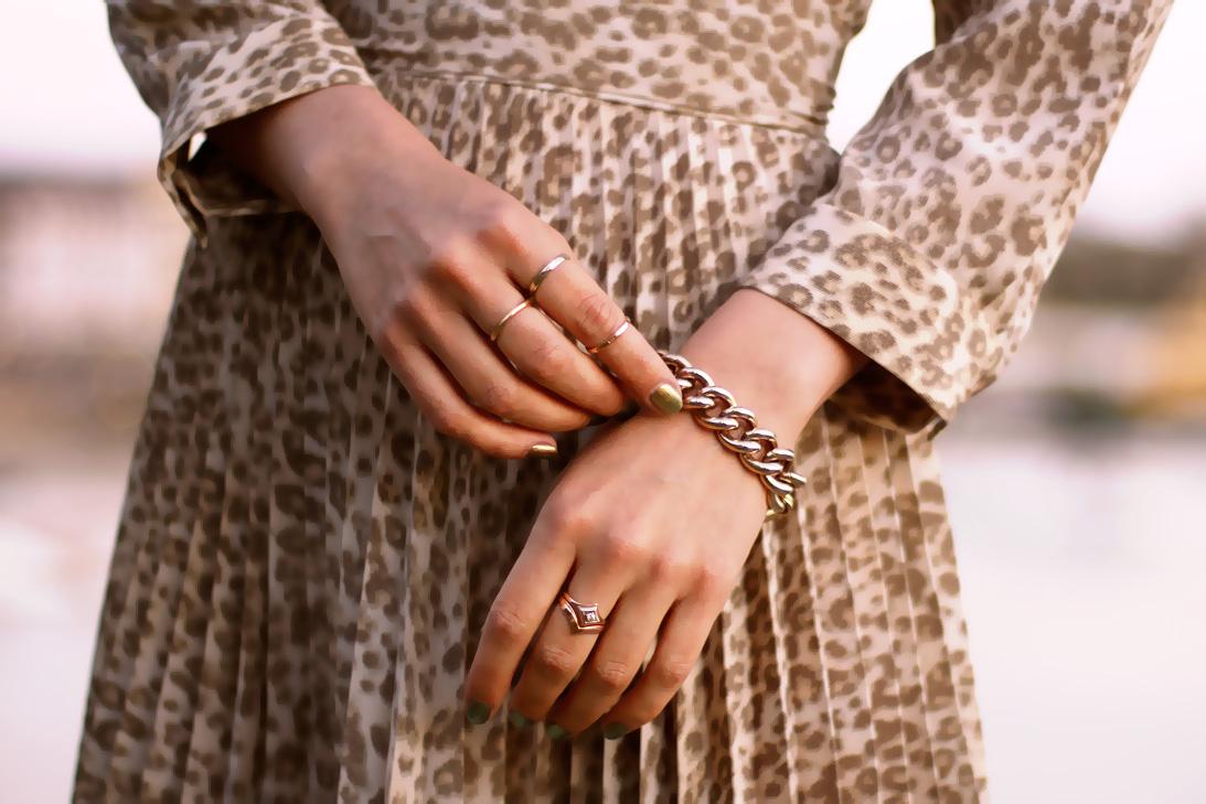 dainty-thin-gold-rings