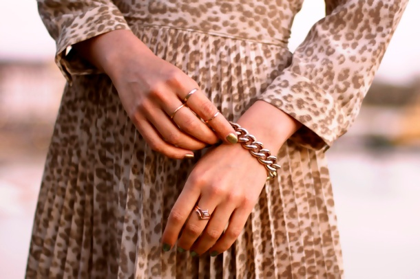 dainty-thin-gold-rings