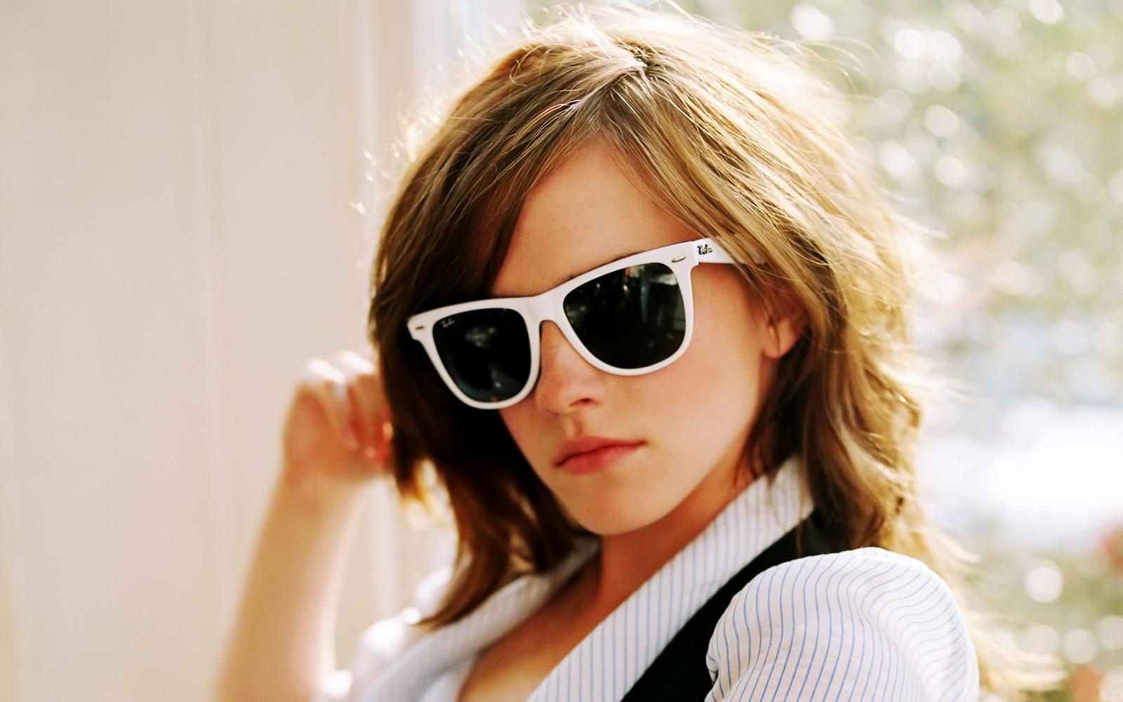 Emma_Watson-wayfarer-sunglasses
