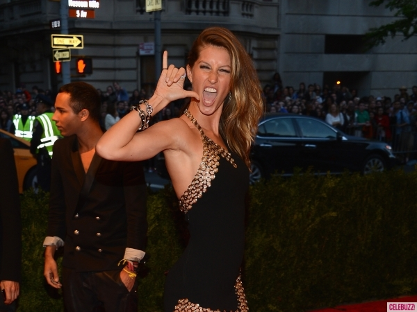 Gisele-Bundchen-red-carpet-met-gala-2013
