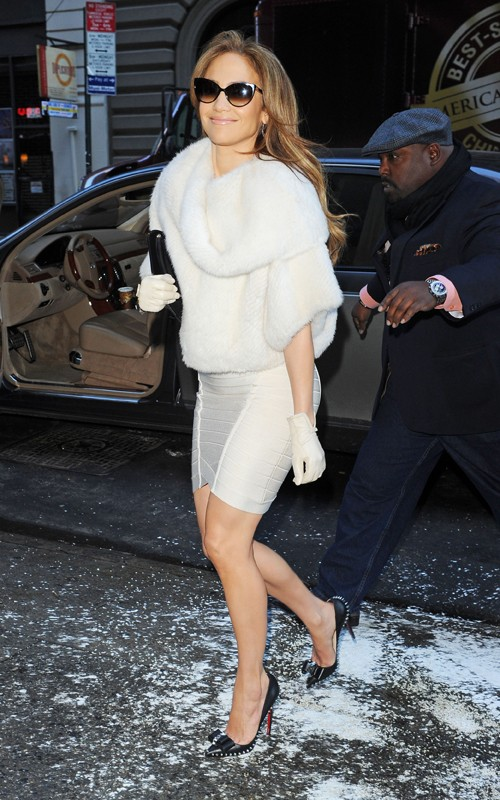 Jennifer-Lopez-Christian-Louboutin-Lucifer-Bow-Stiletto-Heel