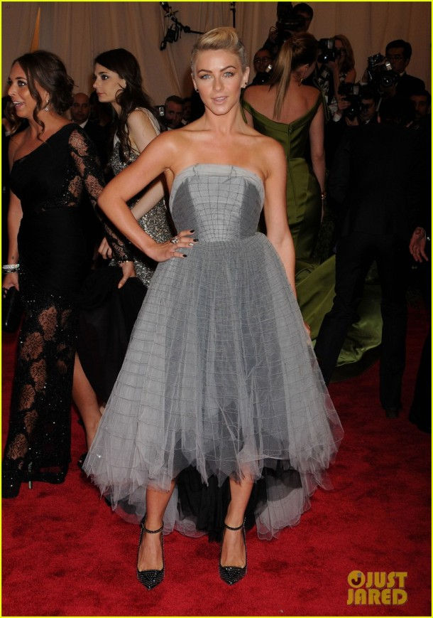 julianne-hough-red-carpet-met-gala-2013