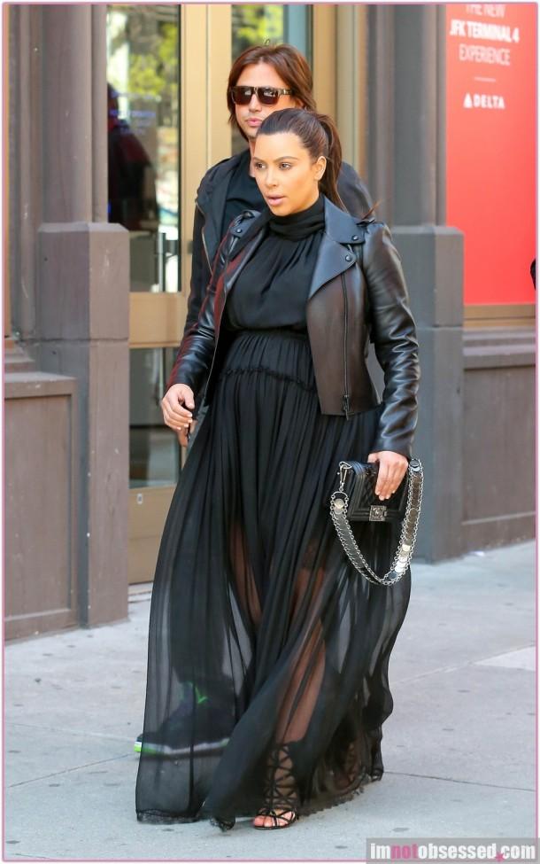 Pregnant Kim Kardashian Has Lunch with Jonathan Cheban in NYC