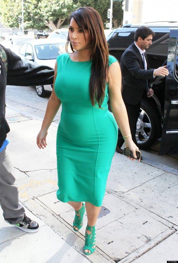 kim-kardashian-pregnancy-style-turquoise-outfit