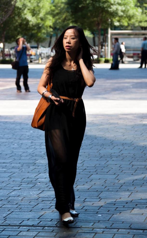 Uzun siyah-şeffaf-elbise-streetstyle