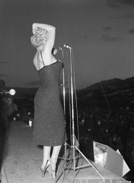 marilyn-monroe-dress