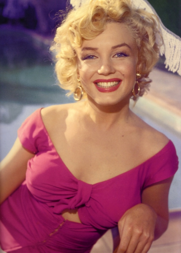 marilyn-monroe-pink-dress-look