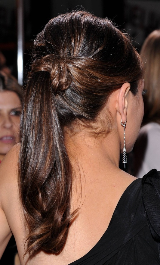 mila-kunis-back-view-ponytail