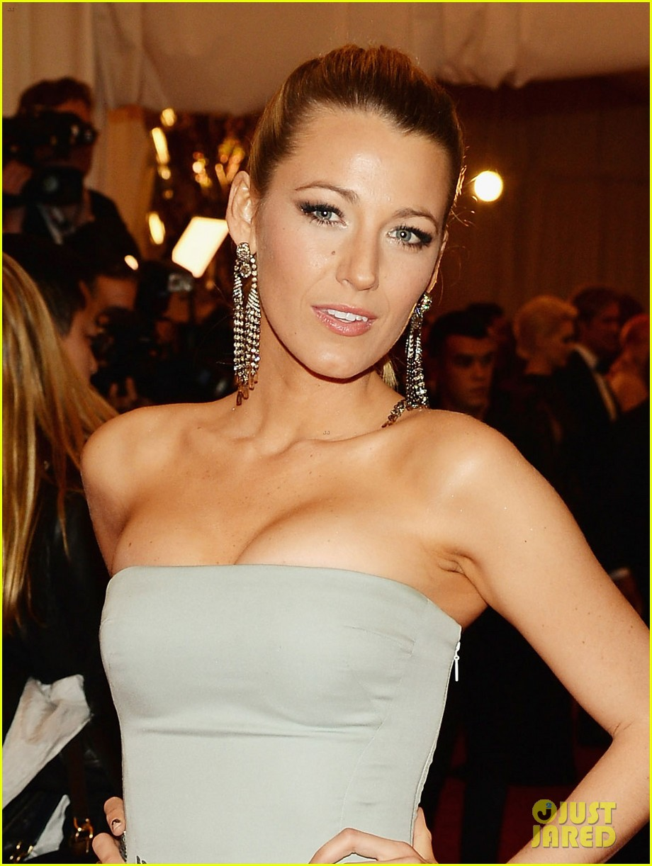 blake lively red dress makeup - photo #5