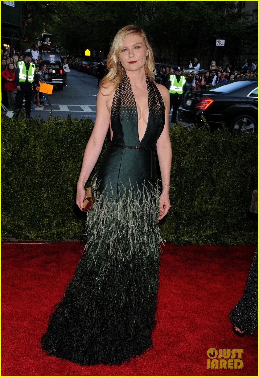 red-carpet-met-gala-2013-kirsten-dunst
