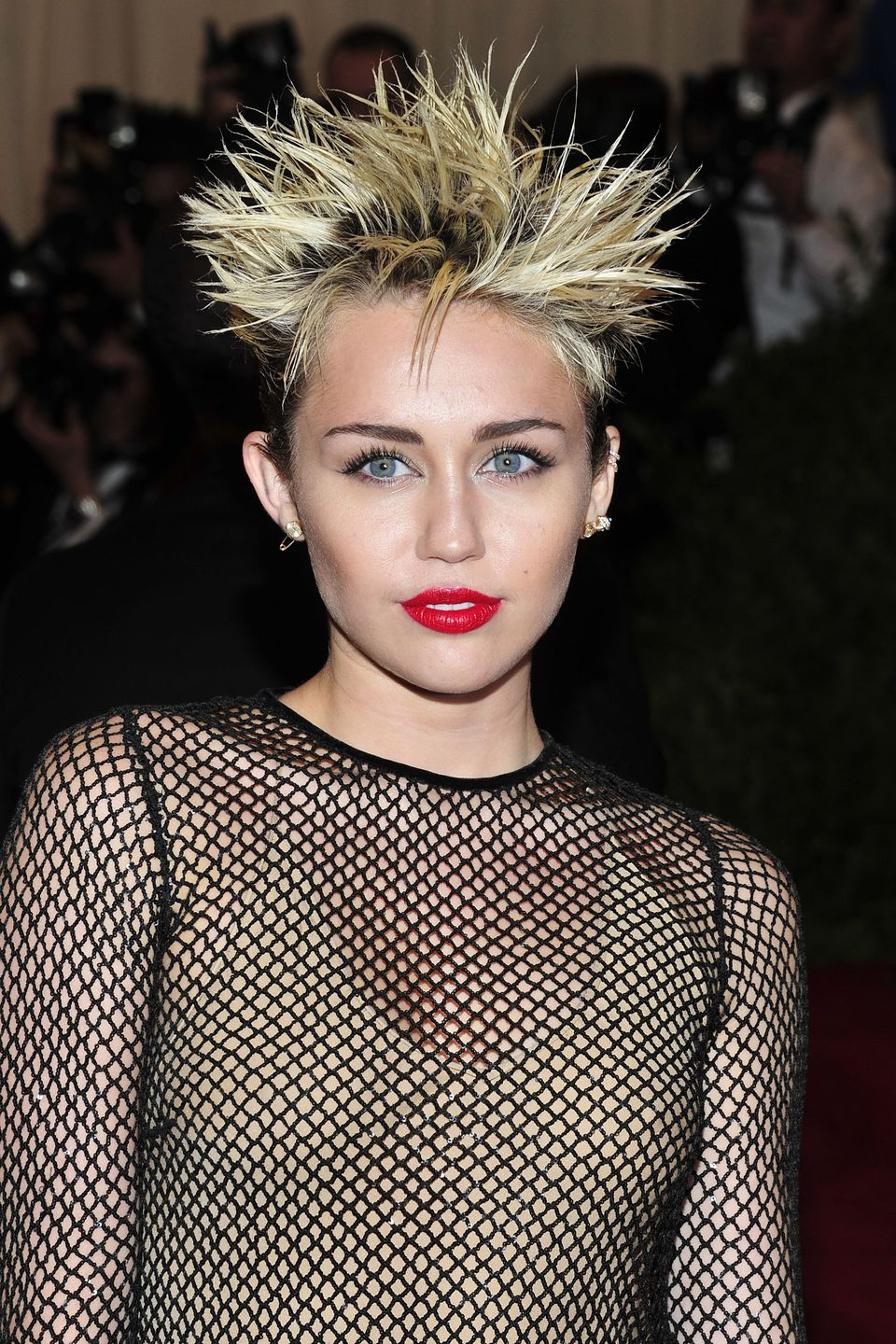 red-carpet-met-gala-2013-miley-cyrus-beauty-look