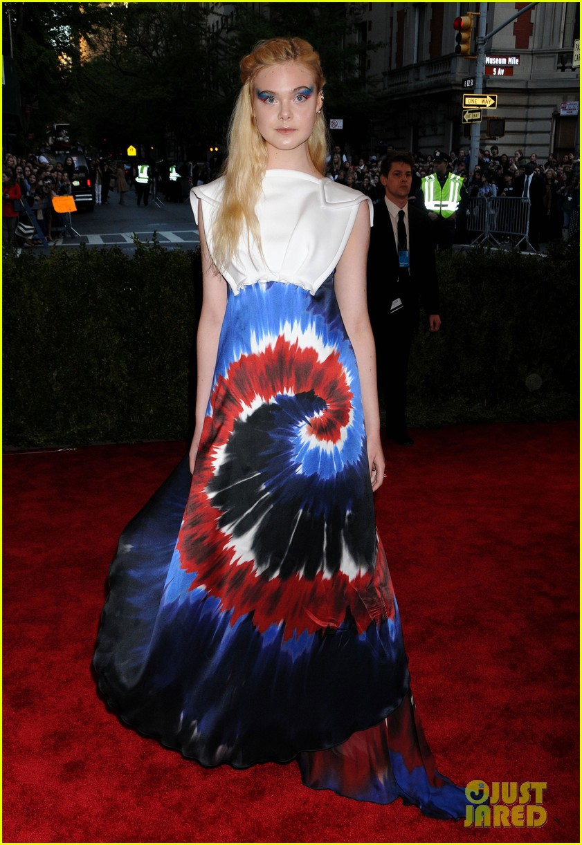 red-carpet-met-gala-2013elle-fanning