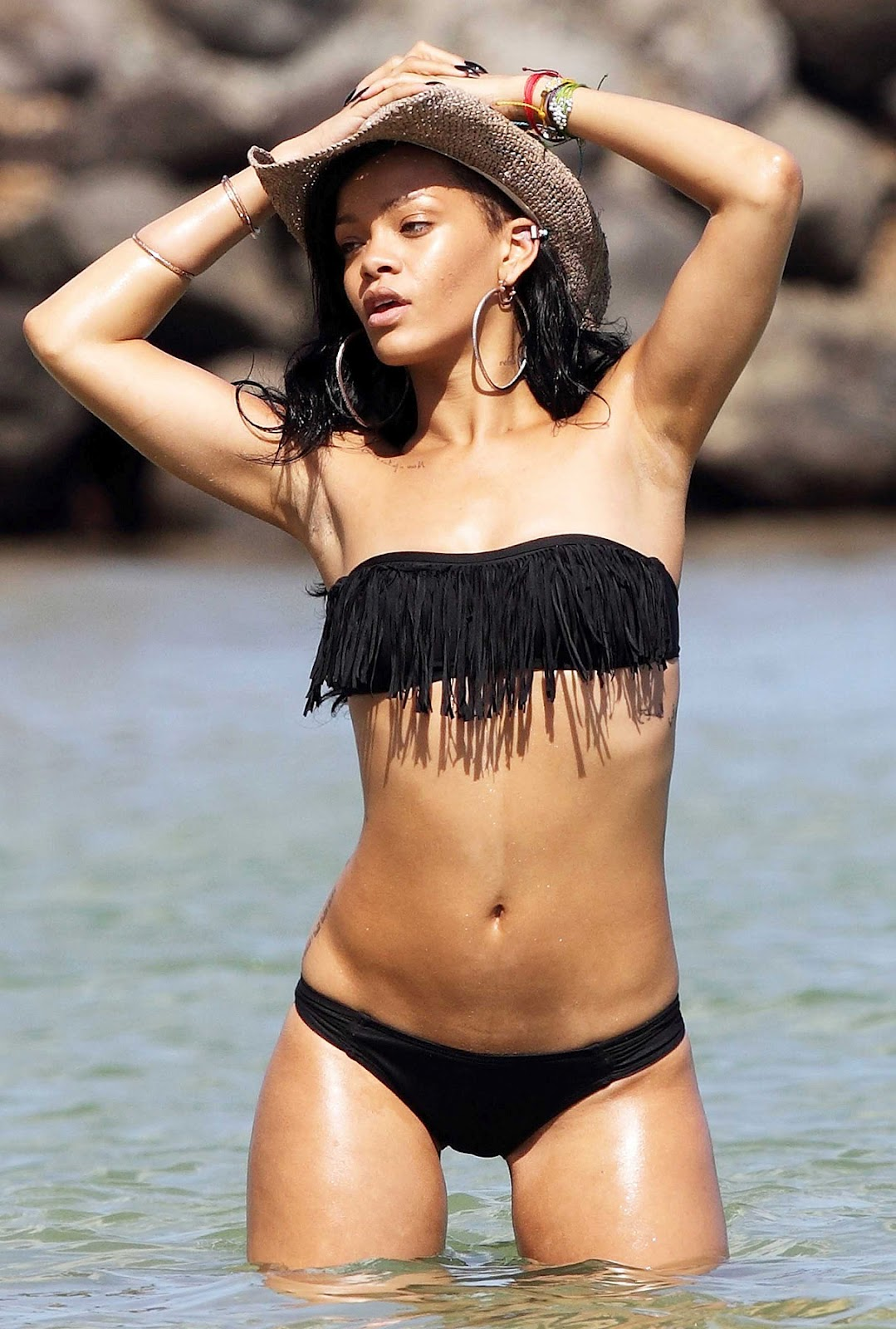 rihanna-black-swim-suit