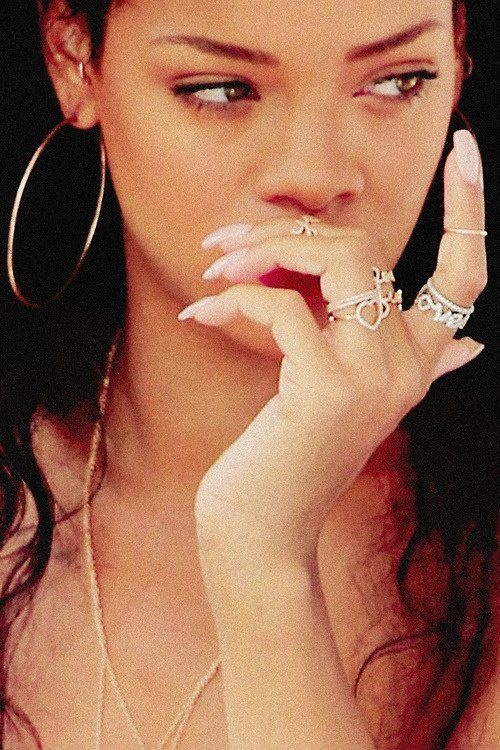 rihanna-knuckle-rings