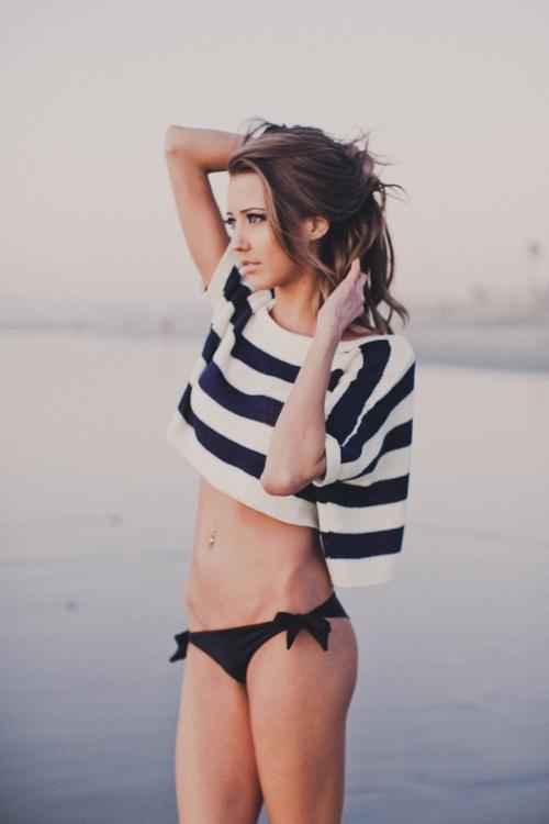 beach-look-cropped-top-bikinis
