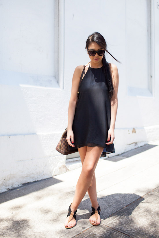 how-to-wear-black-summer-dress