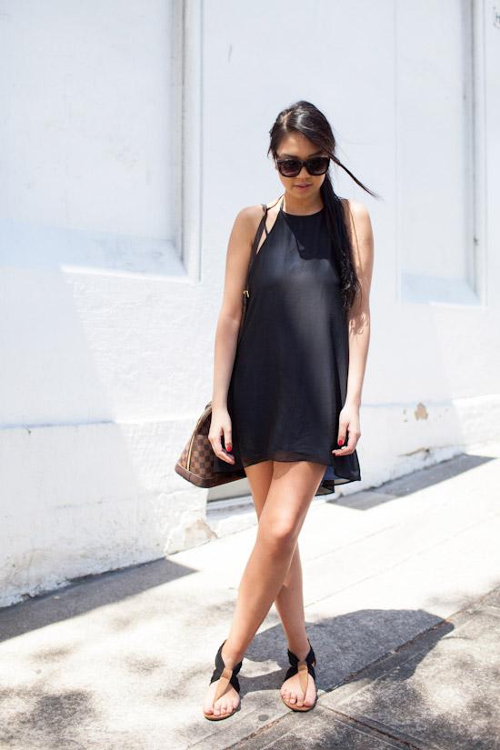 how-to-wear-black-summer-dress