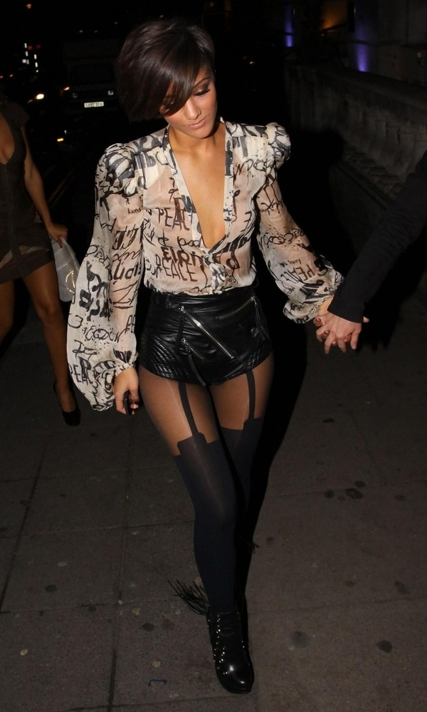 lingerie-exposed-trend