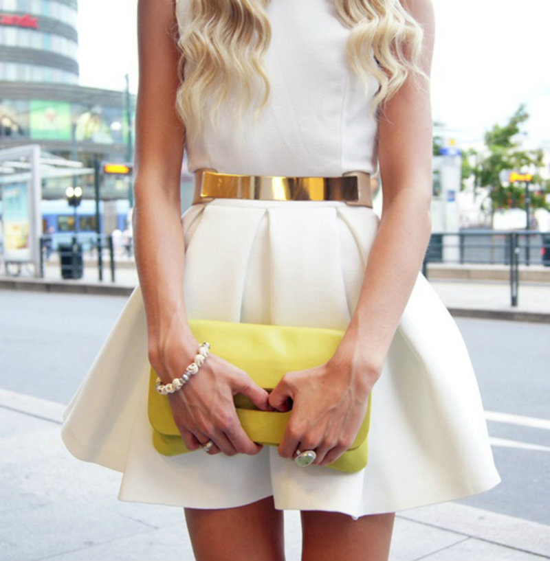 white-dress-metal-belt-street-style