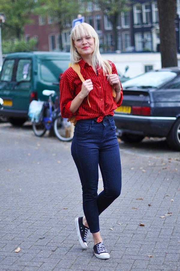 kot-düğümlü-shirt-sokak tarzı