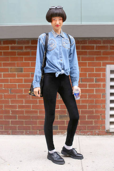knotted-denim-shirt-street-style