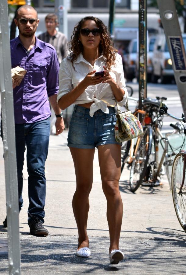 düğümlü-shirt-streetstyle (2)