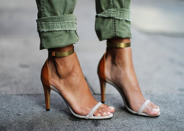 single-strap-sandals-look