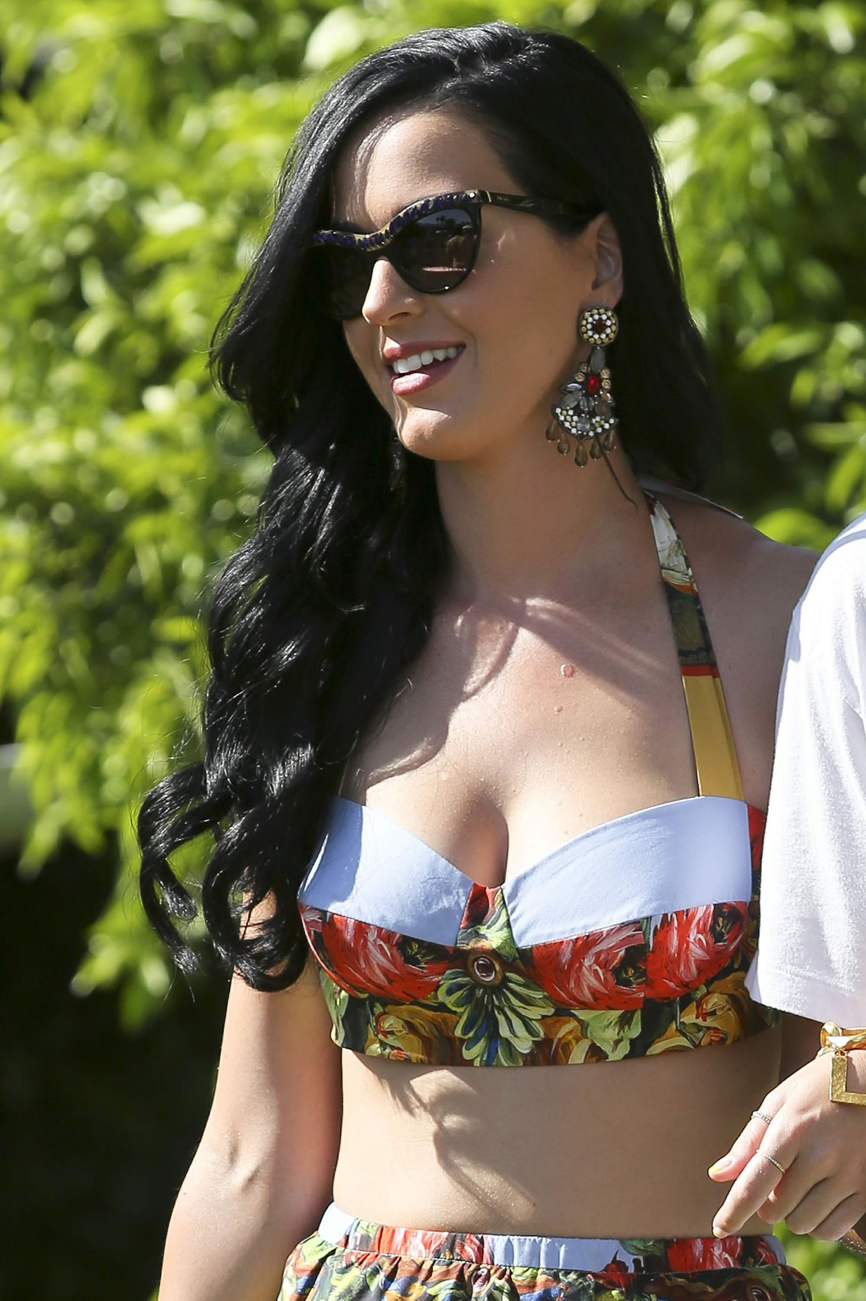katy-perry-cat-eye-sunglasses