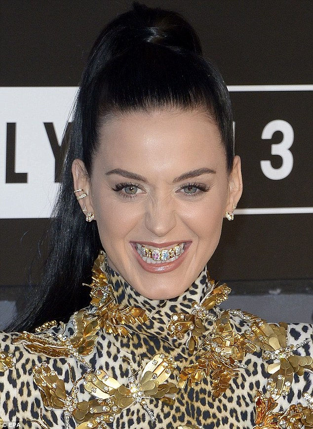 katyperry-grillz-2013-vma-red-carpet