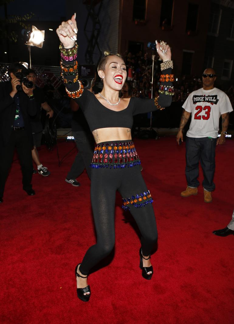miley cyrus 2013 VMA: Red Carpet, Mileys Twerks & Tongues!
