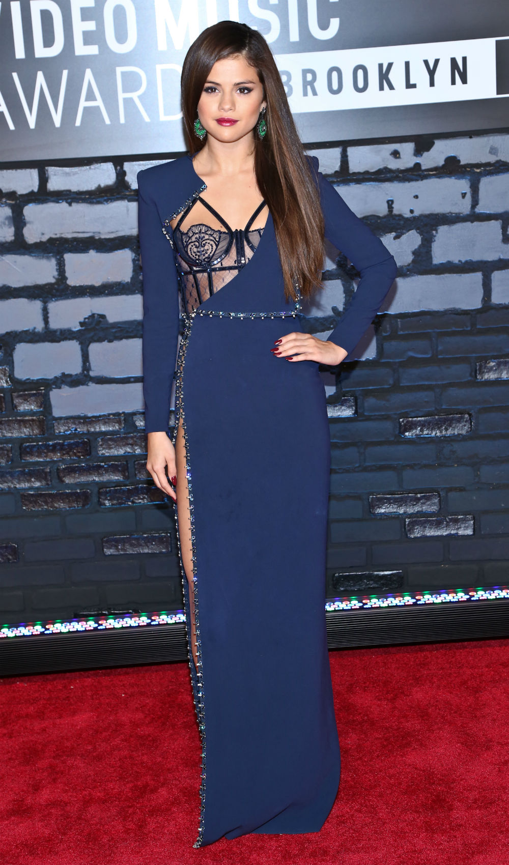 selena-gomez-2013-vma-red-carpet
