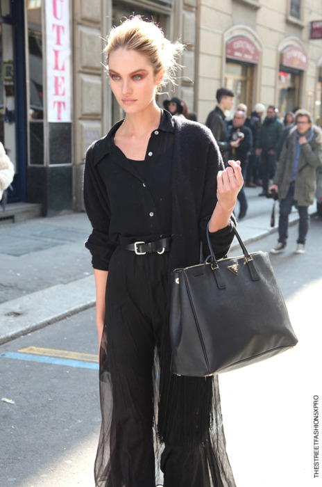 street style black bag 4 Styling A Black Bag. Is It Really That Easy?