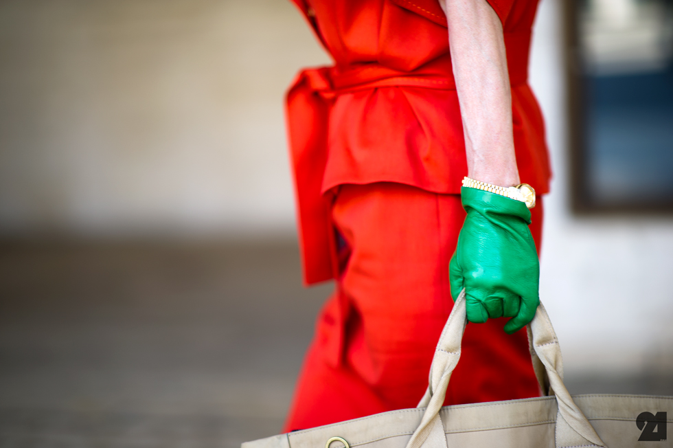 colored-gloves-streetstyle