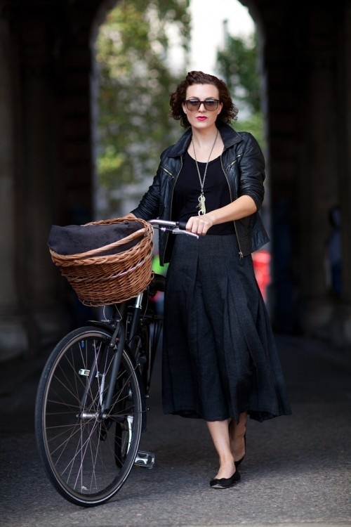 riding-bike-heels-streetstyle