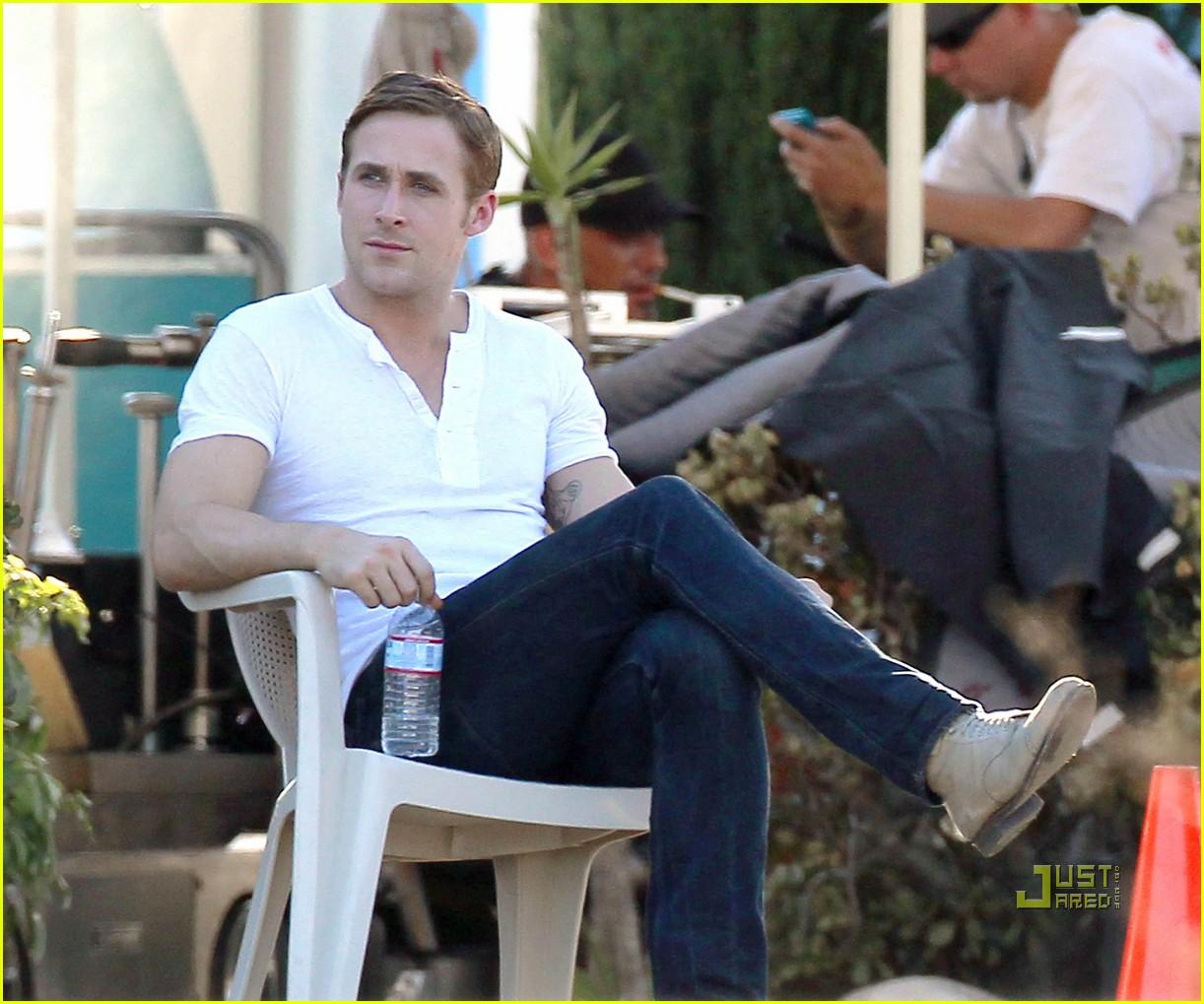 Driving gloves like ryan gosling - Ryan Gosling Intense First Day On Set Of Drive