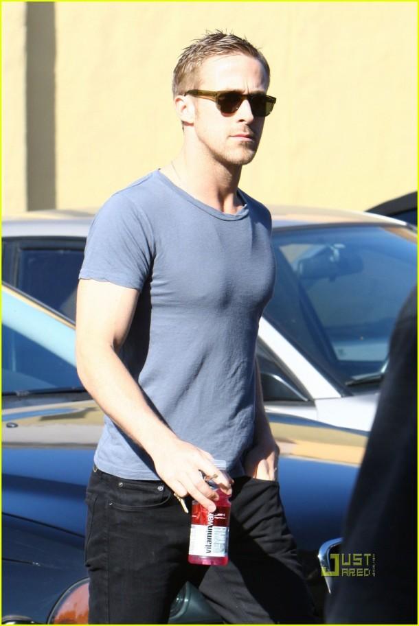 *EXCLUSIVE*  Ryan Gosling:  Hardware Hunk