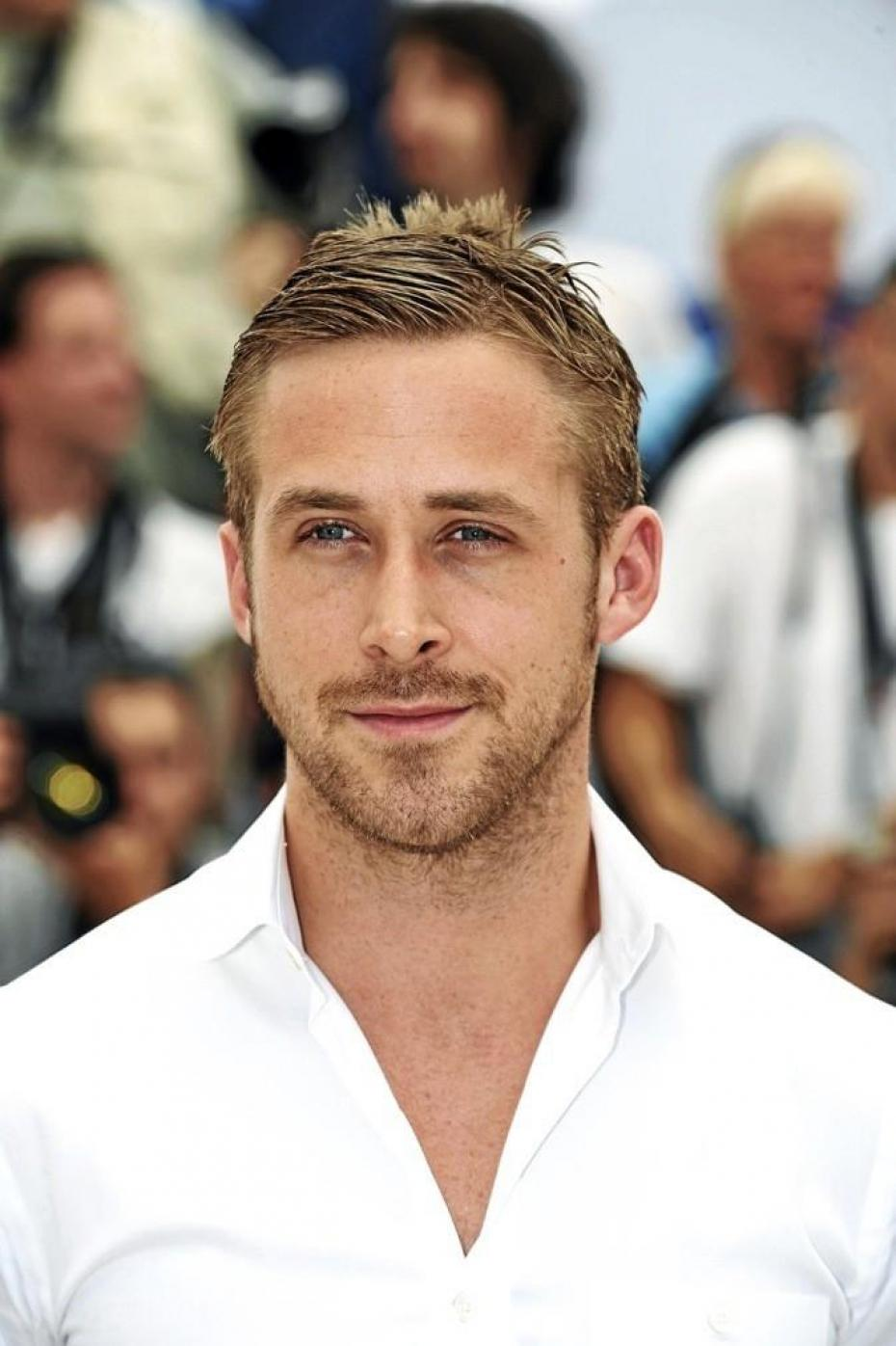 But Lets Not Get Carried Away And Use Whats Left Of Our Sane Brain To Figure Out Why Are Women Obsessed With Ryan Gosling Because Girls Please Dont