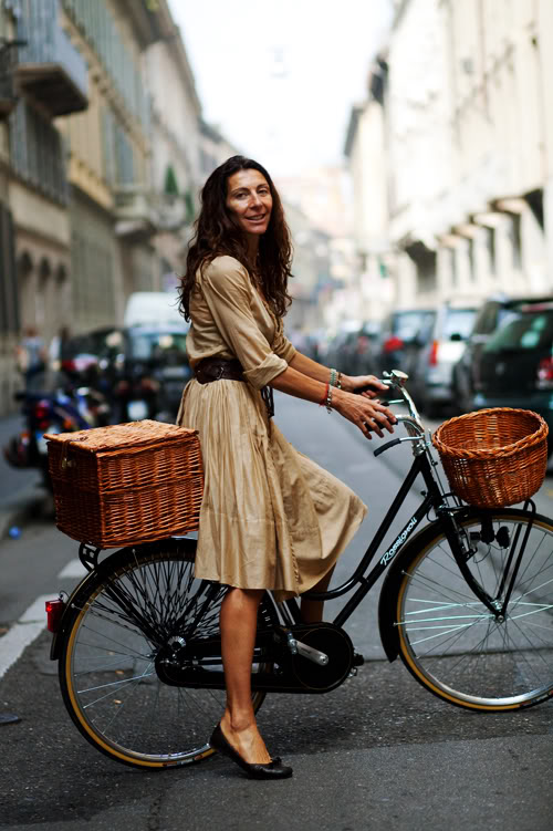 street-style-bike-and-dress