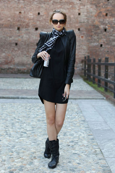 street-style-motorcycle-boots-sexy-dress
